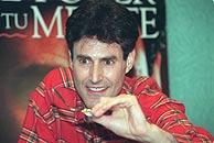 Uri Geller, que en España se hizo famoso por 'doblar cucharas con la mente'. (Foto: EL MUNDO)