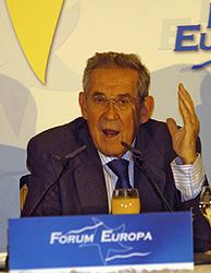 Francisco Rubio Llorente durante su intervención en el Forum Europa. (Foto: Carlos Miralles)