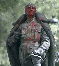 La estatua de Franco en Guadalajara. (EL MUNDO)