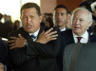 Hugo Chávez, junto a Miguel Ángel Moratinos, durante su visita a Madrid el pasado noviembre. (Foto: Kike Para)