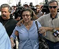 La madre de Terri, tras conocer la noticia de la muerte. (Foto: EFE)
