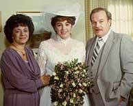 Terri con sus padres el día de su boda. (Foto: AP)
