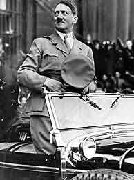 El 'Führer' alemán en su coche. (Foto: AP)