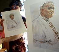 Una mujer filipina sostiene un retrato de Juan Pablo II. (Foto: EFE)
