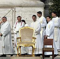 Um momento de la multitudinaria misa celebrada por el Papa. (Foto: AFP)