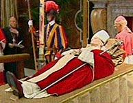 El cuerpo del difunto Juan Pablo II.