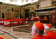 El cuerpo del Papa en la sala Clementina. (Foto: AP)