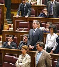 El Congreso, durante el minuto de silencio. (Foto: EL MUNDO)