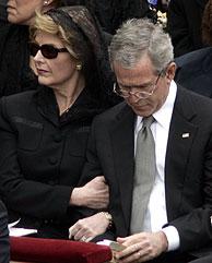 George W. Bush y su esposa Laura. (Foto: AP)