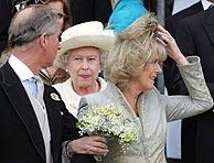 La reina, que sí asistió a la bendición religiosa. (Foto: AP)