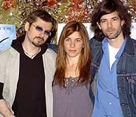 Bajo Ulloa (izda.), con los actores Muriel y Julio Perillán. (Foto: EFE)