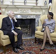 Miguel Ángel Moratinos y Condoleezza Rice en Washington. (Foto: REUTERS)