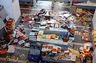 Estado en el que quedó la librería tras el ataque. (Foto: EFE)