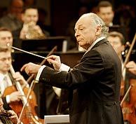 Maazel en los ensayos del concierto de año nuevo de Viena. (Foto: EFE)