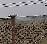 Humo blanco en la chimenea de la Sixtina. (Foto: AP) VEA EL DIRECTO