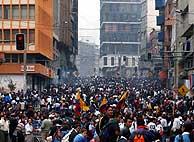 Los ecuatorianos han salido a las calles para protestar por sus instituciones. (Foto: AP)
