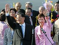 Chan y su esposa, a su llegada. (Foto: REUTERS)