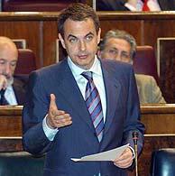 Zapatero, durante su intervención parlamentaria. (Foto: EFE)