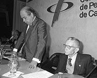 Raimon Galí (dcha.) en un acto con Jordi Pujol en 1991. (Foto: EFE)