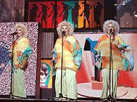 Las Supremas de Móstoles, durante su actuación en la entrega de Premios de la Academia. (Foto: EFE)
