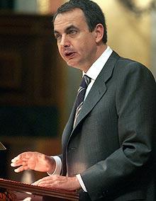 Zapatero, en la tribuna en una sesión anterior. (Foto: EFE)