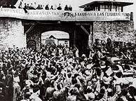 Españoles en la liberación del campo de Mauthausen. (Foto: EFE)