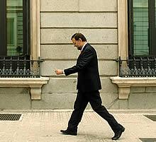 Rajoy, a su llegada al Congreso. (Foto: EFE)