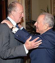 Don Juan Carlos saluda en Roma al presidente de Italia, Carlo Azeglio Ciampi. (Foto: EFE)