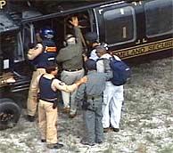 Imagen de la operación de captura de Posada Carriles. (Foto: EFE)