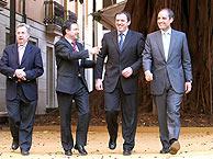 De izqda. a dcha., Maluenda y Castellano (PP), Pla (PSOE) y el presidente Camps. (Foto: A. LOLLI)