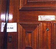 Imagen de la vivienda de la fallecida precintada. (Foto: EFE)
