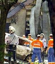 Varios coches se han visto afectados por la explosión. (Foto: Kike Para)
