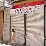 Imagen de la tienda en Murcia donde fue localizado el cabecilla de la Red. (Foto: EFE)