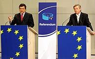 Barroso y Juncker, durante su comparecencia conjunta. (Foto: Reuters)