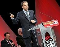 José Luis Rodríguez Zapatero, durante su intervención en el cierre de campaña el viernes. (Foto: EFE)