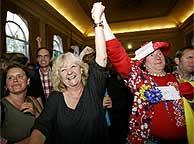 Euroescépticos holandese celebran ayer el 'no' del referéndum. (Foto: AP)