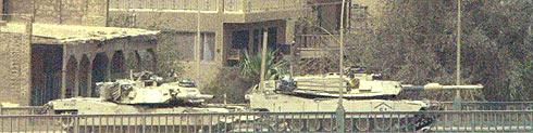 El tanque de la izquierda fue el que disparó contra el hotel Palestina.