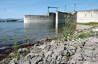 El embalse de Valmayor, en Colmenarejo, almacena poca agua debido a la sequía. (Foto: EFE)