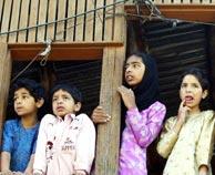 Un grupo de niños paquistaníes en Cachemira. (Foto: Reuters)