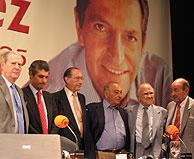 De izquierda a derecha, Alfonso Osorio, Adolfo Suárez Illana, Jaime Lamo de Espinosa, Nicolas Redondo Urbieta, Santiago Carrillo y Miquel Roca. (Foto: P.D.)