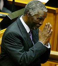Mbeki saluda al Parlamento. (Foto: EFE)