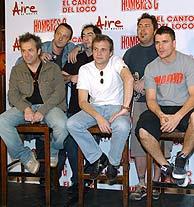 Hombres G y El Canto del Loco, en la presentación de la gira. (Foto: EFE)