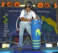 Carlinhos Brown en uno de los camiones de su Carnaval. (Foto: Begoña Rivas)