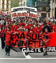 Manifestación en San Sebastián el pasado 21 de mayo en favor de los miembros de Segi procesados. (Foto: EFE)