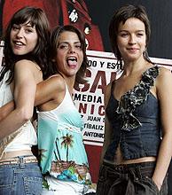 Verónica Sánchez (d), Ruth Díaz (i) y Macarena González, las protagonistas de 'El calentito'. (Foto: EFE)