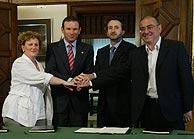 Begoña Errazti (EA), Juan José Ibarretxe, Josu Jon Imaz (PNV) y Javier Madrazo (EB). (Foto: Adrián Ruiz de Hierro)