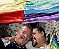 Una pareja gay celebra la aprobación de la ley. (Foto: EFE)
