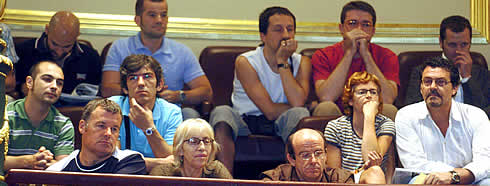 Gays y lesbianas asistieron como invitados al Pleno. (Foto: EFE)