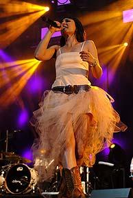Eva Amaral, durante su actuación del viernes en Madrid. (Foto: EFE)