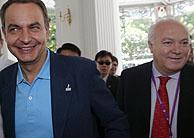 Zapatero y Moratinos, sonrientes en Singapur. (Foto: REUTERS)